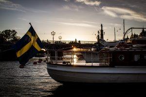 Bateau portant un drapeau suédois